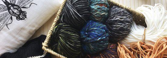 pelotes de laine et fils à tricoter